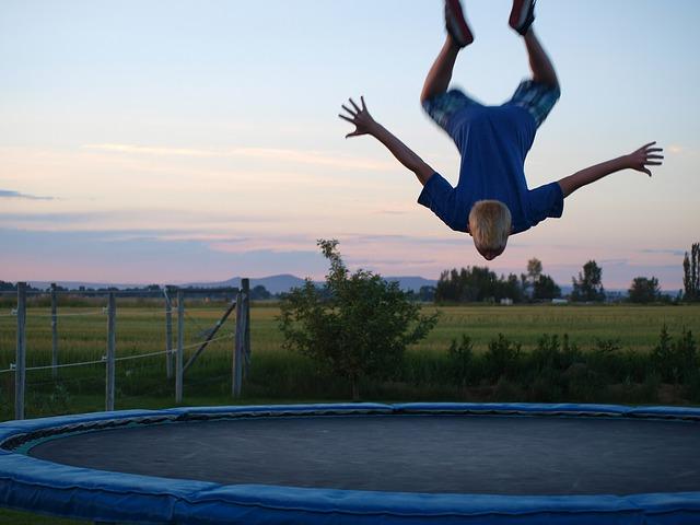 chlapec a salto.jpg